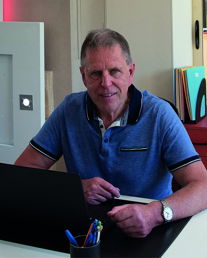 Daniel Le Bon dans les bureaux de Luminnov