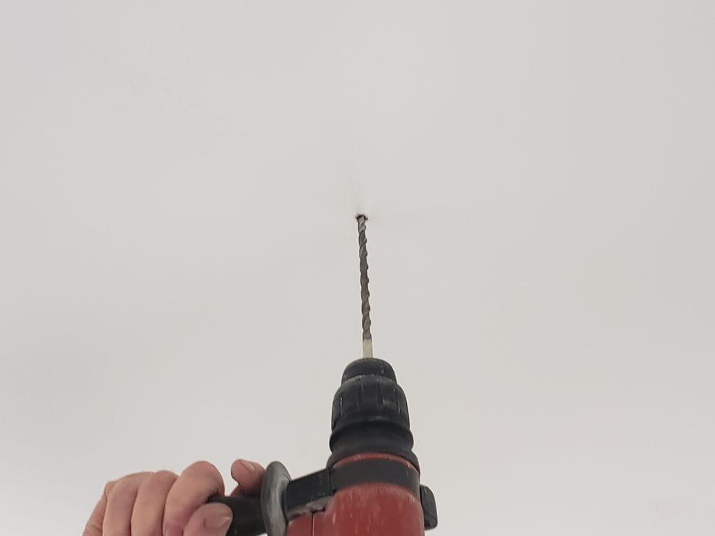 perssage du plafond avec un foret de 8