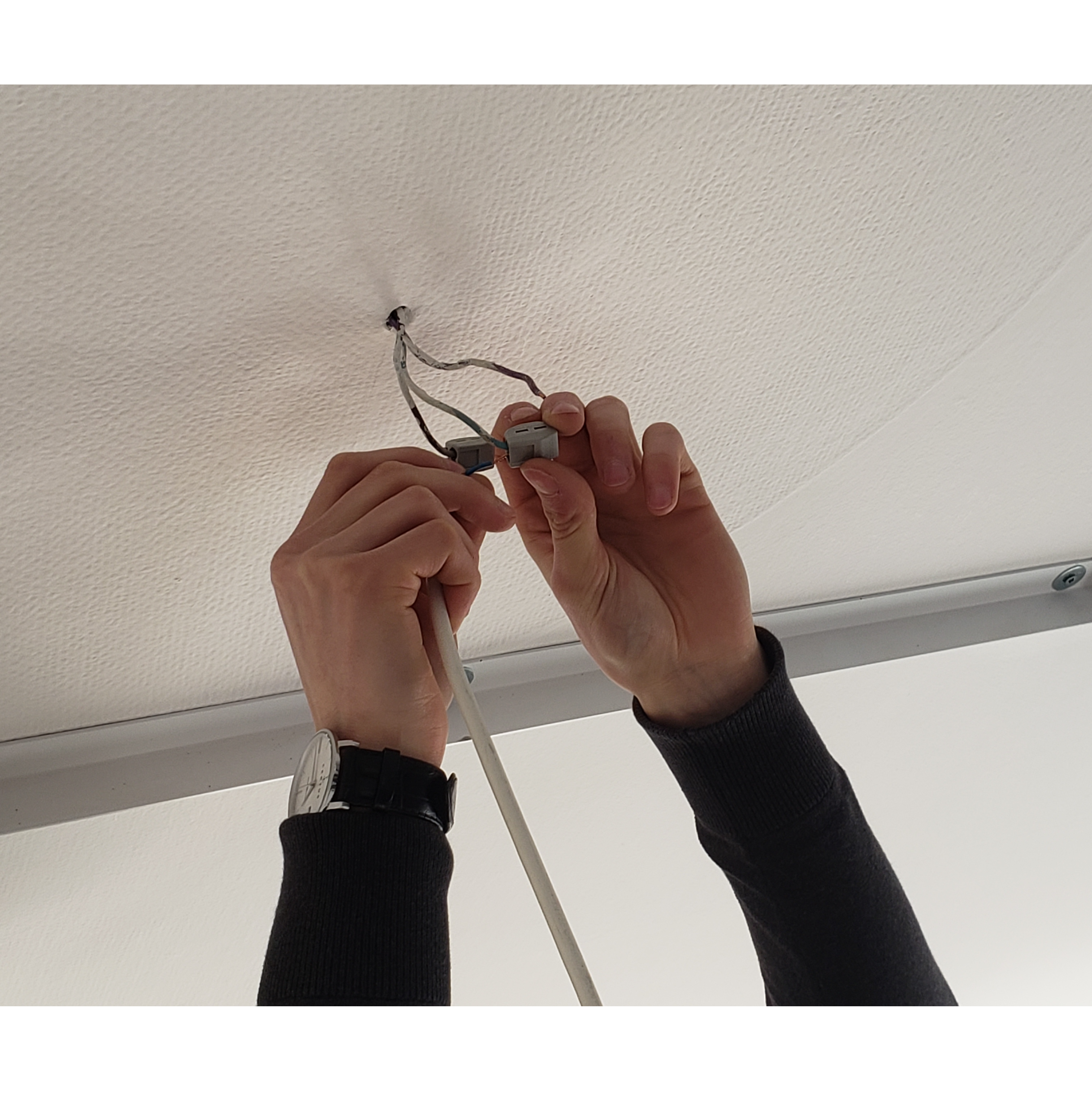 branchement des câbles d'alimentation