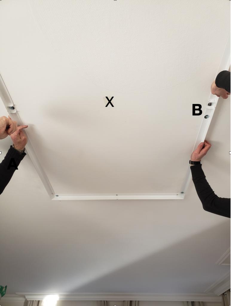 centrer le plafonnier grâce au repère X et repérer le repère B