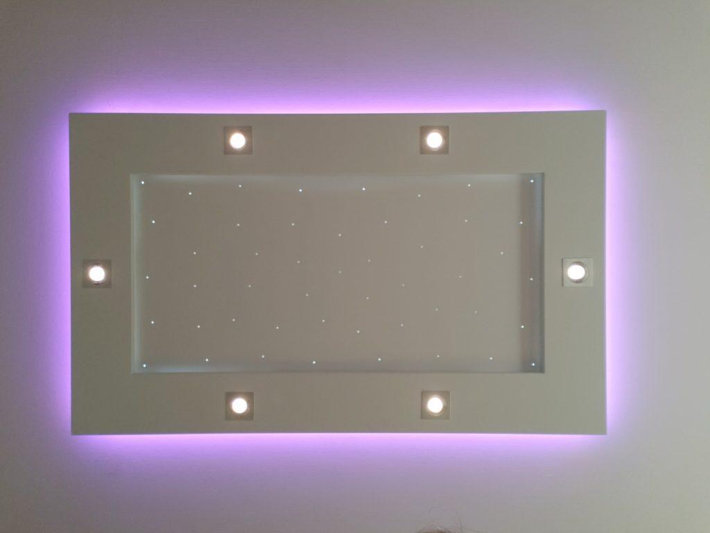 plafonnier lumière violet