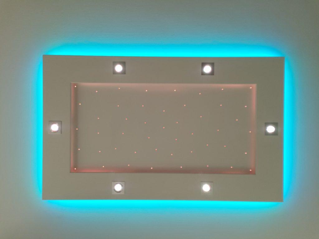 plafonnier lumière bleue claire pétante