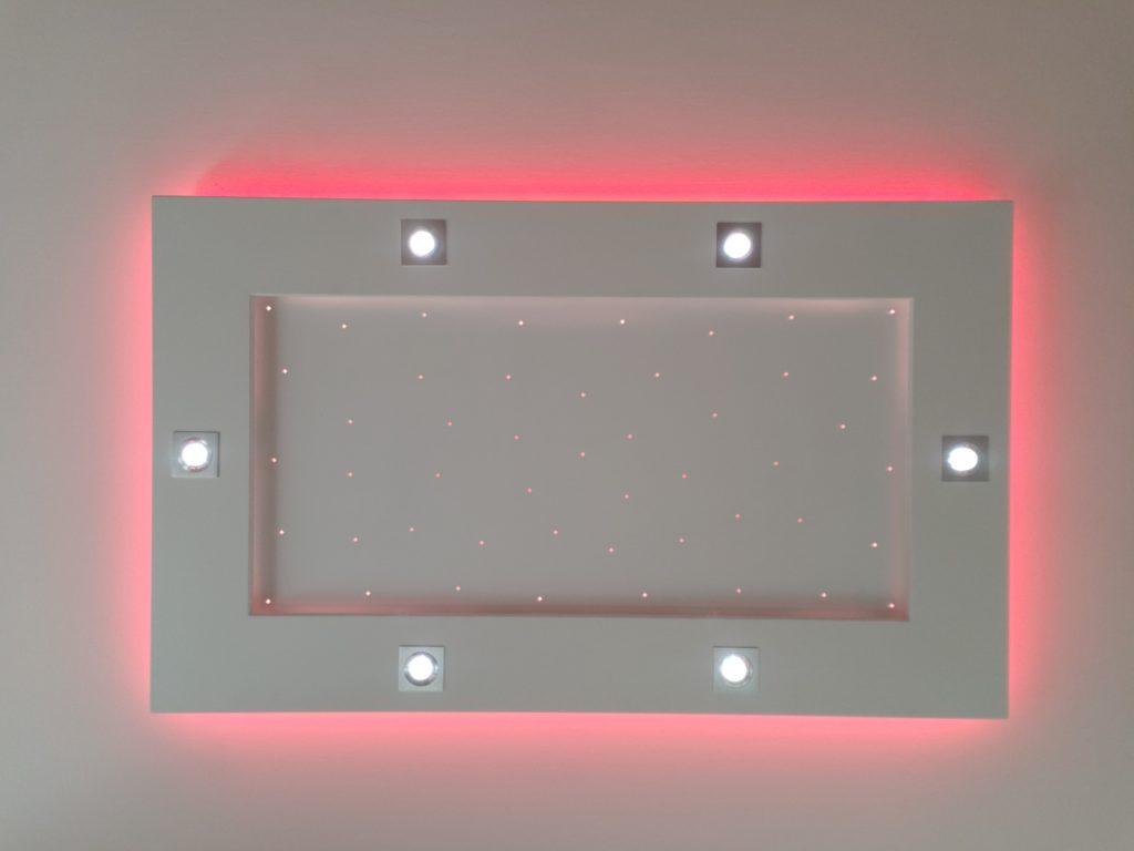 plafonnier lumière rouge clair